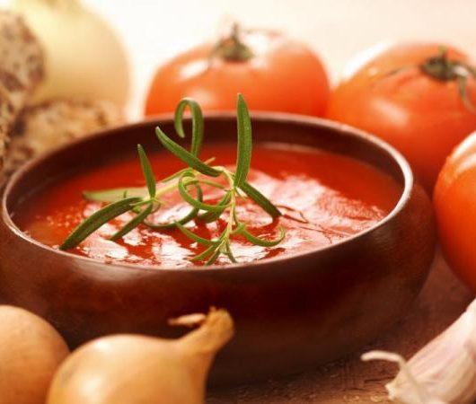 Σούπα με ντομάτα και ψωμί | tlife.gr
