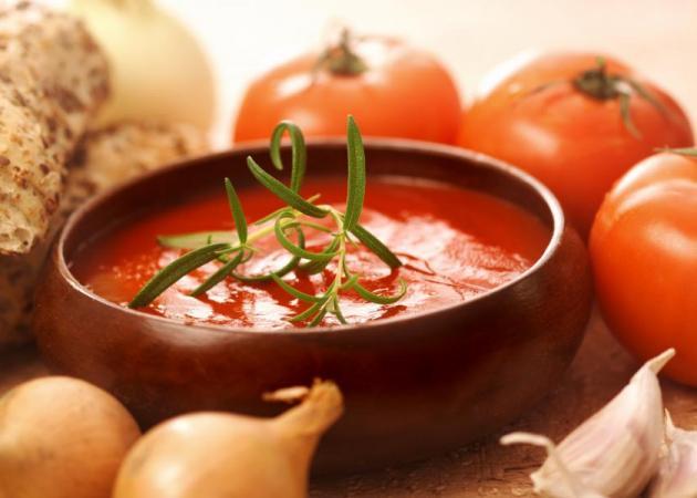 Σούπα με ντομάτα και ψωμί