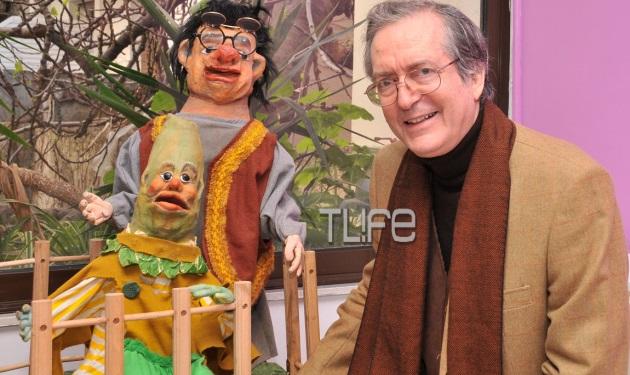Ευγένιος Τριβιζάς: Ποζάρει για το TLIFE με τις αυθεντικές κούκλες της Φρουτοπίας! | tlife.gr