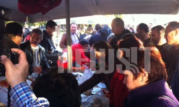Παρέλαση ανέχειας στο Σύνταγμα! – Εκατοντάδες κάθονται στην ουρά για να πάρουν δωρεάν λαχανικά   tlife.gr