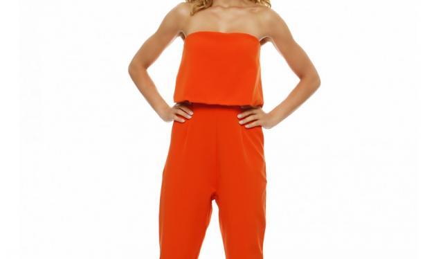 Αυτή η πορτοκαλί ολόσωμη φόρμα θα απογειώσει το στυλ σου!   tlife.gr