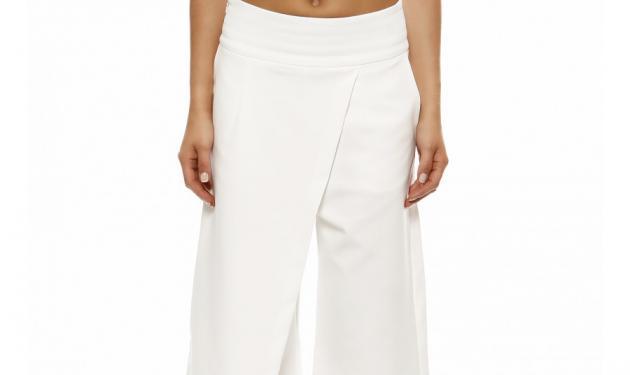 Αυτό το λευκό cropped παντελόνι θα απογειώσει το στυλ σου! | tlife.gr