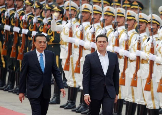 Ο Τσίπρας έβγαλε τις… γραβάτες των Κινέζων! Εντυπωσιακές φωτό από την υποδοχή στο Πεκίνο | tlife.gr