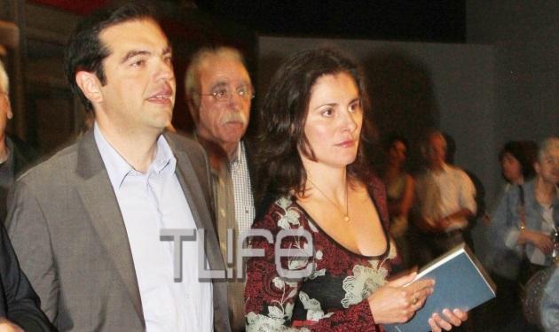 Αλέξης Τσίπρας: Τα ψηλά τακούνια της Μπέτυς στην Επίδαυρο άναψαν… φωτιές! | tlife.gr