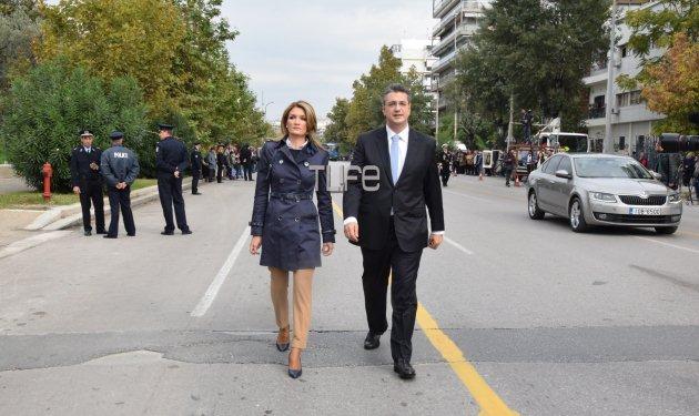 Απόστολος Τζιτζικώστας: Συνοδευόμενος από τη σύζυγό του στην παρέλαση της Θεσσαλονίκης! Φωτογραφίες