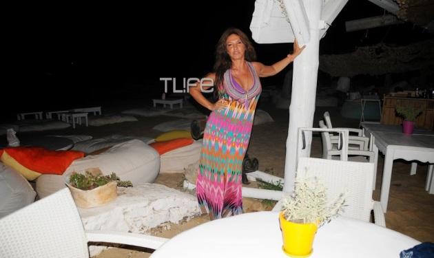 Β. Μπάρμπα: Ξεφάντωσε σε beach party στη Μύκονο! Φωτογραφίες