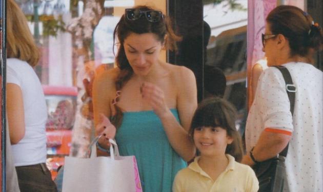 Η βόλτα της Δέσποινας Βανδή με την κόρη της! | tlife.gr