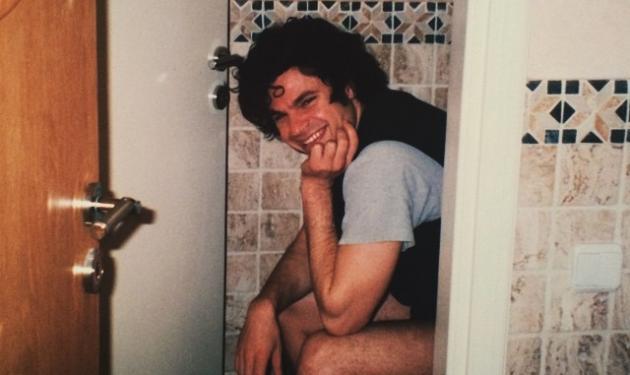 Αναγνωρίζεις τον ηθοποιό που μοιράστηκε αυτή την αστεία φωτογραφία από τα νεανικά του χρόνια;   tlife.gr