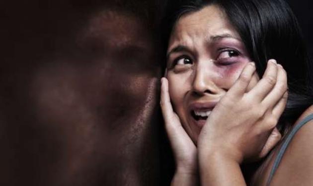 Βοήθεια! 1 στις 4 γυναίκες στην Ελλάδα έχει ήδη ή πρόκειται να υποστεί βία | tlife.gr
