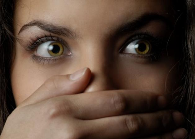 Βόλος: Ξύπνησε με έναν άγνωστο να της χαϊδεύει το πόδι – Χαμός στο διαμέρισμα δύο γυναικών!