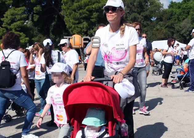 Βίκυ Καγιά: Βόλτα στο Ζάππειο με την κόρη της! Φωτογραφίες