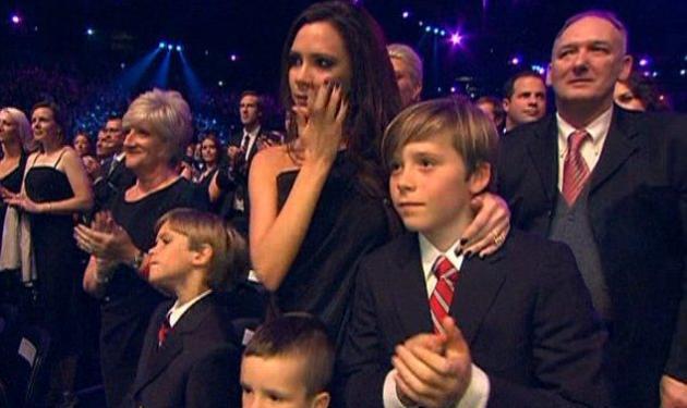 Γιατί έβαλε τα κλάμματα η Victoria Beckham; | tlife.gr