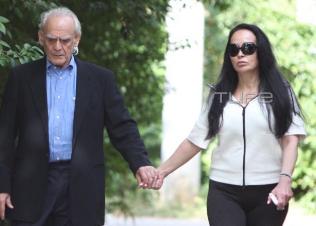 Bίκυ Σταμάτη – Άκης Τσοχατζόπουλος: Βόλτα στο Χαλάνδρι, πιασμένοι χέρι – χέρι! Φωτογραφίες