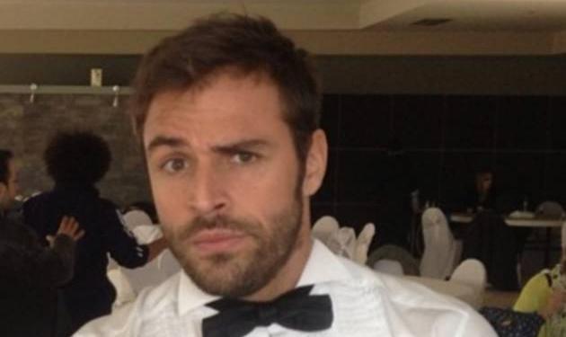Γιατί ντύθηκε γαμπρός ο Δημήτρης Βλάχος; | tlife.gr