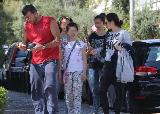 Αντώνης Βλοντάκης – Κορίνα Στεργιάδου: Με τις κόρες τους στη Γλυφάδα [pics] | tlife.gr