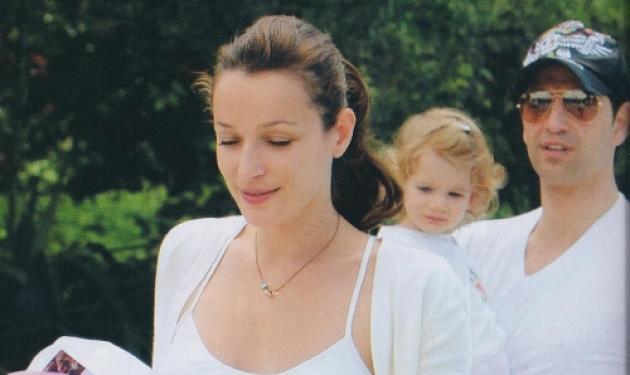 Ρουβάς – Ζυγούλη: Παιχνίδια με την κόρη τους στην πισίνα! | tlife.gr