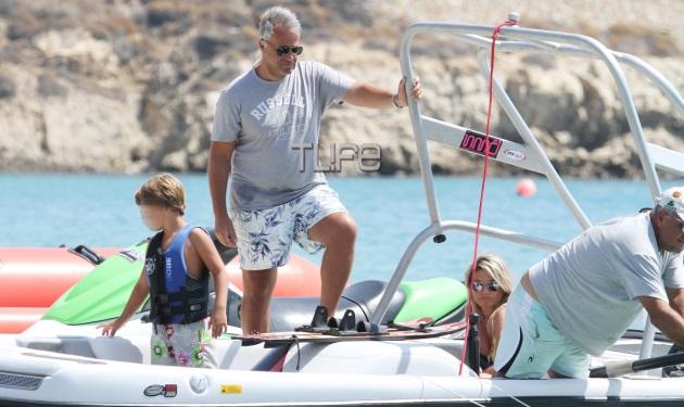 Μάκης Βορίδης: Οικογενειακές διακοπές στη Μύκονο!   tlife.gr