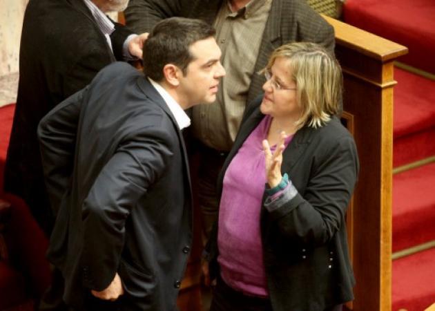 """Παραιτήθηκε η βουλευτής του ΣΥΡΙΖΑ Βασιλική Κατριβάνου μετά το """"όχι"""" στον """"κόφτη"""" και το Ταμείο Ιδιωτικοποιήσεων"""