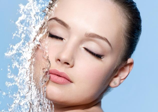Άννα- Μαρία; «Πότε είναι πιο σωστό να πίνω νερό στη δίαιτα; Πριν ή μετά το φαγητό;» | tlife.gr