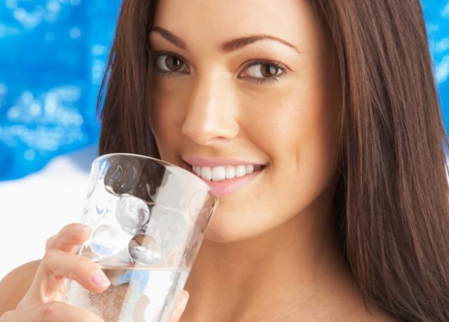 27. 000 θερμίδες το χρόνο χάνεις… αν πίνεις νερό! | tlife.gr