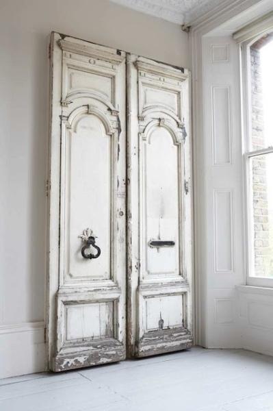 1   Η Λευκή Πόρτα