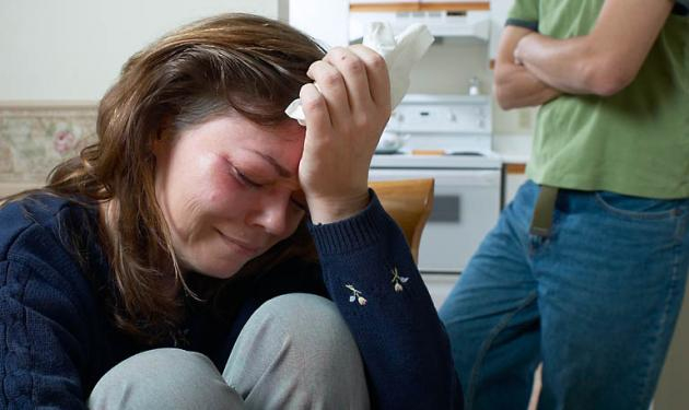 Έβαλε την έγκυο φίλη του να υπογράψει ότι δέχεται να την δέρνει! | tlife.gr
