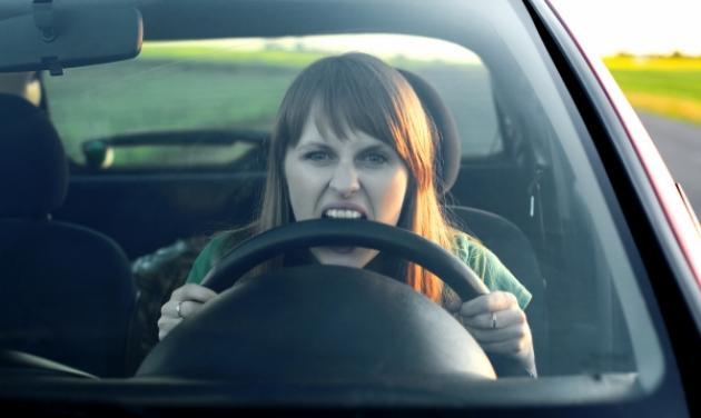 Αυξάνονται οι επιθέσεις σε γυναίκες οδηγούς. Τι λένε στο TLIFE θύματα. Πως να προστατευτείς | tlife.gr