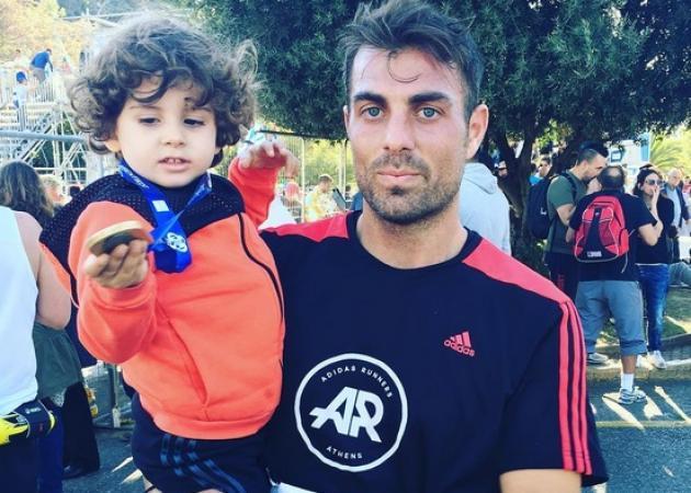 Στέλιος Χανταμπάκης: Ο γιος του έφαγε ψαρόσουπα με… κοτόπουλο – Απολαυστικό βίντεο | tlife.gr