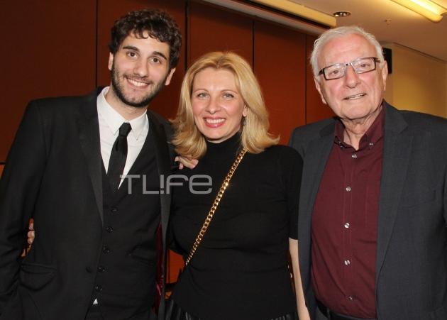 Ο γιος του Κώστα Χαρδαβέλλα, παρουσίασε το βιβλίο για τη νίκη του πατέρα του κατά του καρκίνου! [pics]
