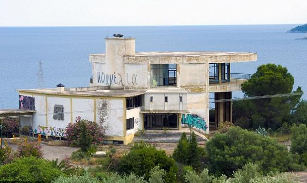 Σε άθλια κατάσταση το -πολλών εκατομμυρίων- ξενοδοχείο της Πελοποννήσου που φιλοξένησε την Jolie και άλλους διάσημους! | tlife.gr