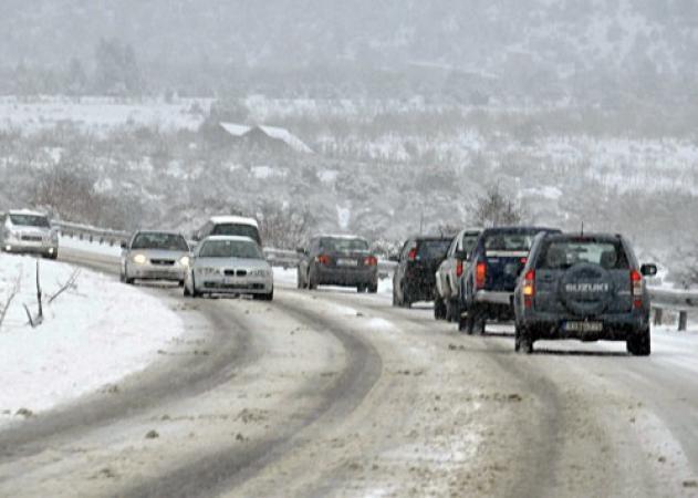 Καιρός: Χιονιάς και προβλήματα στην Αττική! Απαγόρευση κυκλοφορίας λόγω παγετού | tlife.gr