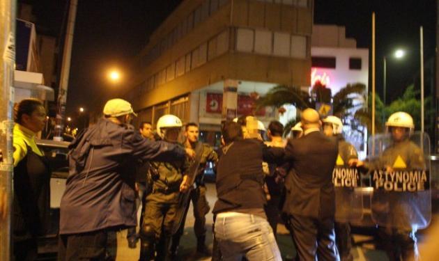 Τέσσερις συλλήψεις για τα επεισόδια στο Χυτήριο – Φωτογραφίες και video | tlife.gr