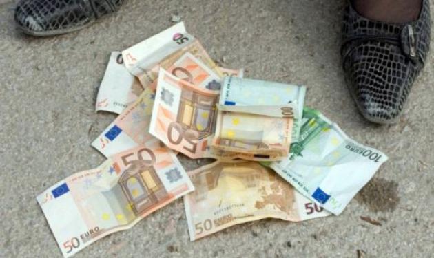 Κέρκυρα: Βρήκε 30.000 ευρώ στο δρόμο και τα παρέδωσε στην αστυνομία! | tlife.gr