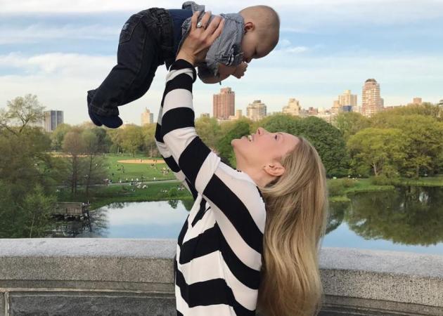 Xριστίνα Αλούπη: Βόλτα στο Central Park με το γιο της που έχει γίνει ακόμα πιο κούκλος! [pics]