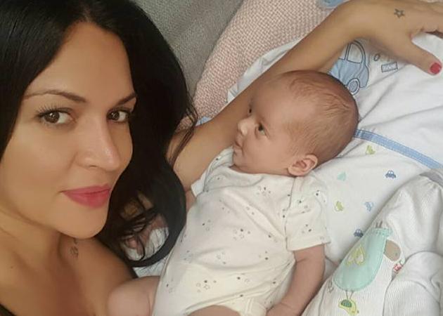 Χριστίνα Παύλου: Χαμογελά ξανά και μας δείχνει τον νεογέννητο γιο της! Φωτoγραφίες