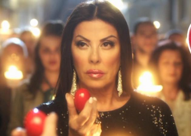 Τρέλανε το internet η πασχαλινή διαφήμιση με την Άντζελα Δημητρίου! Βίντεο   tlife.gr