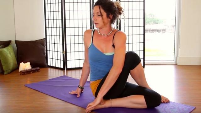 Ασκήσεις Yoga για πόνους στην πλάτη και τη μέση