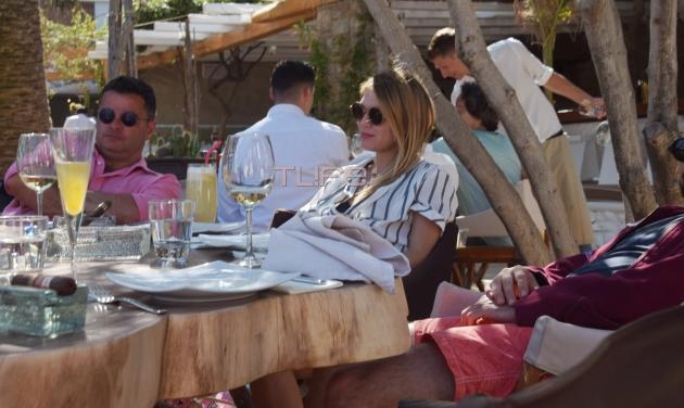 Ζαννής Φραντζέσκος – Βερόνικα Πάστρα: Χαλαρές στιγμές στην Ψαρού μια εβδομάδα μετά τον χλιδάτο γάμο τους! | tlife.gr
