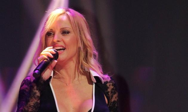 Πέγκυ Ζήνα: Δες backstage φωτογραφίες από το νέο της video clip!