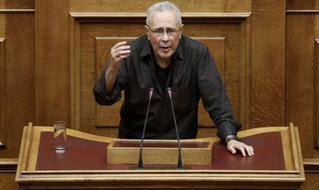 Τι έκανε η κυρία της νοηματικής, όταν ο Κώστας Ζουράρις άρχισε να μιλάει αρχαία στη Βουλή! | tlife.gr
