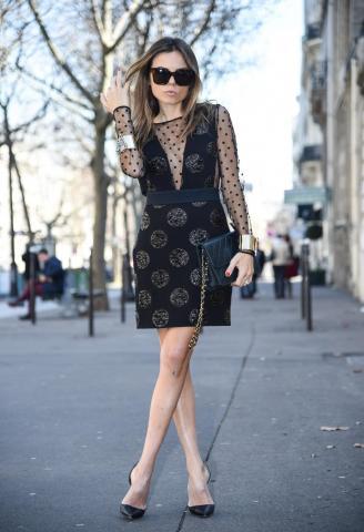 Παρίσι με mini φόρεμα | tlife.gr