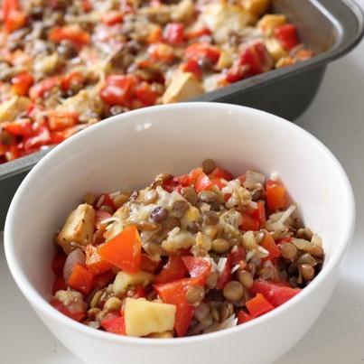 Φακές στο φούρνο με πιπεριές και τυρί