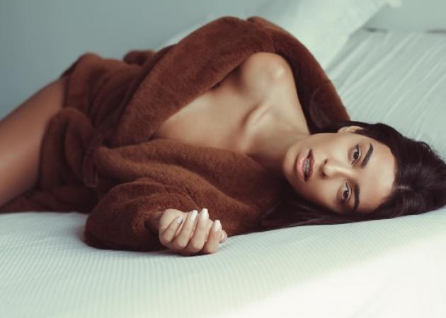 Ελένη Φουρέιρα: Οι σέξι πόζες στο κρεβάτι φορώντας μόνο μία γούνα [pics] | tlife.gr