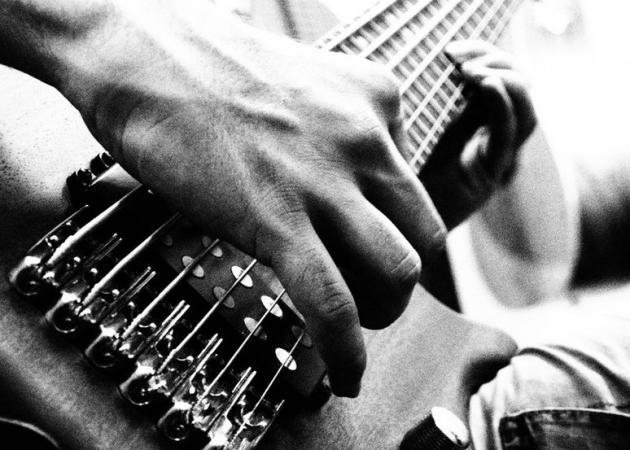 Διάσημος τραγουδιστής έδιωξε τον μπασίστα του, που κατηγορείται για βιασμό | tlife.gr