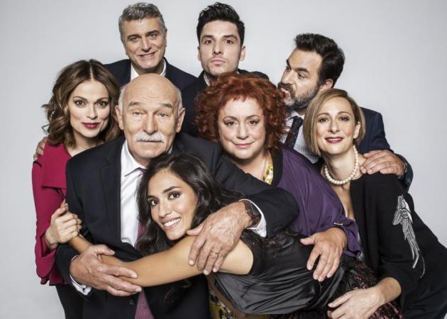 «Μουρμούρα»: Το τηλεοπτικό μέλλον της λατρεμένης σειράς του Alpha αλήθεια κρέμεται από μία κλωστή; | tlife.gr