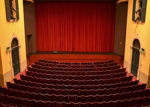 Ποιος γνωστός ηθοποιός μόλις ανακοίνωσε ότι αποχωρεί από τη θεατρική παράσταση λίγο πριν την πρεμιέρα; | tlife.gr