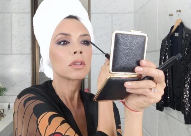 Shop online! Παράγγειλε τα καλλυντικά Victoria Beckham X Estee Lauder εδώ! | tlife.gr