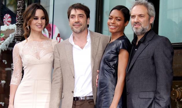 J. Bardem: Στη Λεωφόρο της Δόξας στο Χόλιγουντ με… τα κορίτσια του James Bond! | tlife.gr