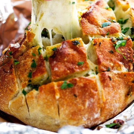 Ψωμί γεμιστό με τυριά | tlife.gr