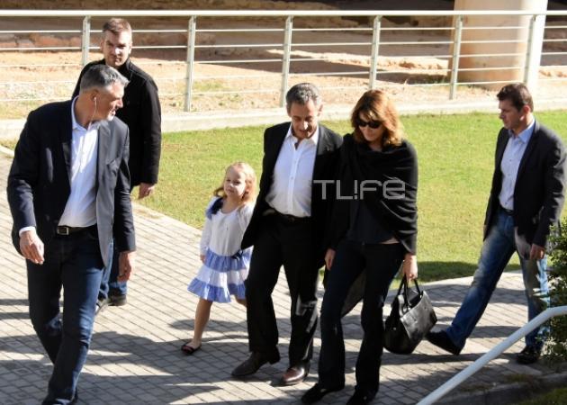 Nicolas Sarkozy – Carla Bruni: Με την κούκλα 6χρονη κόρη τους στην Ακρόπολη! [pics] | tlife.gr